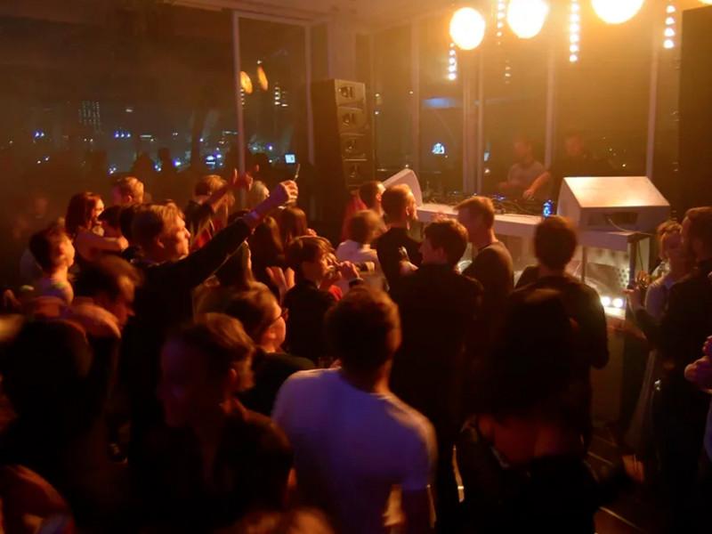 Клубы в москве работают в среду клуб владивосток ночной авангард