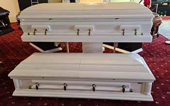 Гроб для традиционного захоронения или кремации